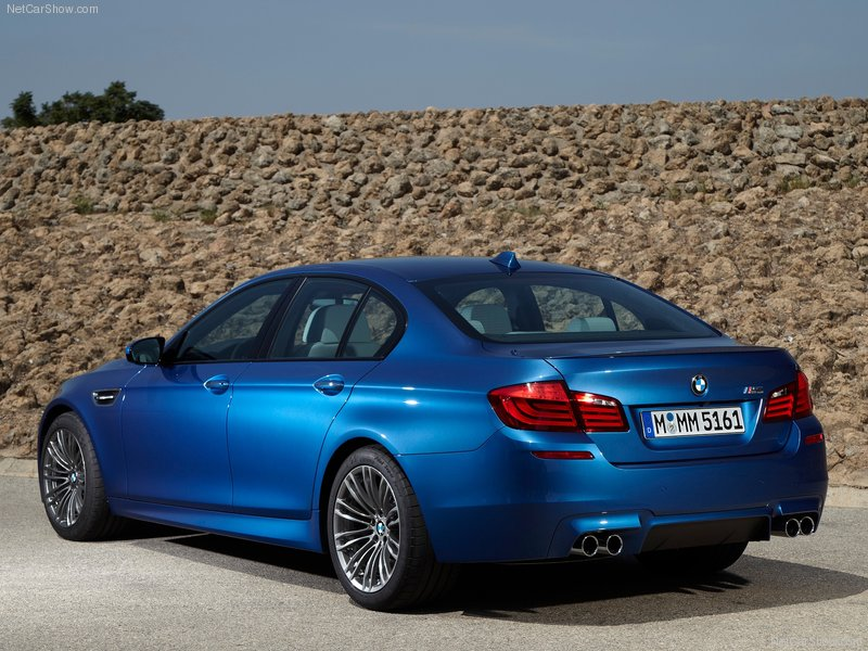 BMW-M5_2012_800x600_wallpaper_7c altavoces